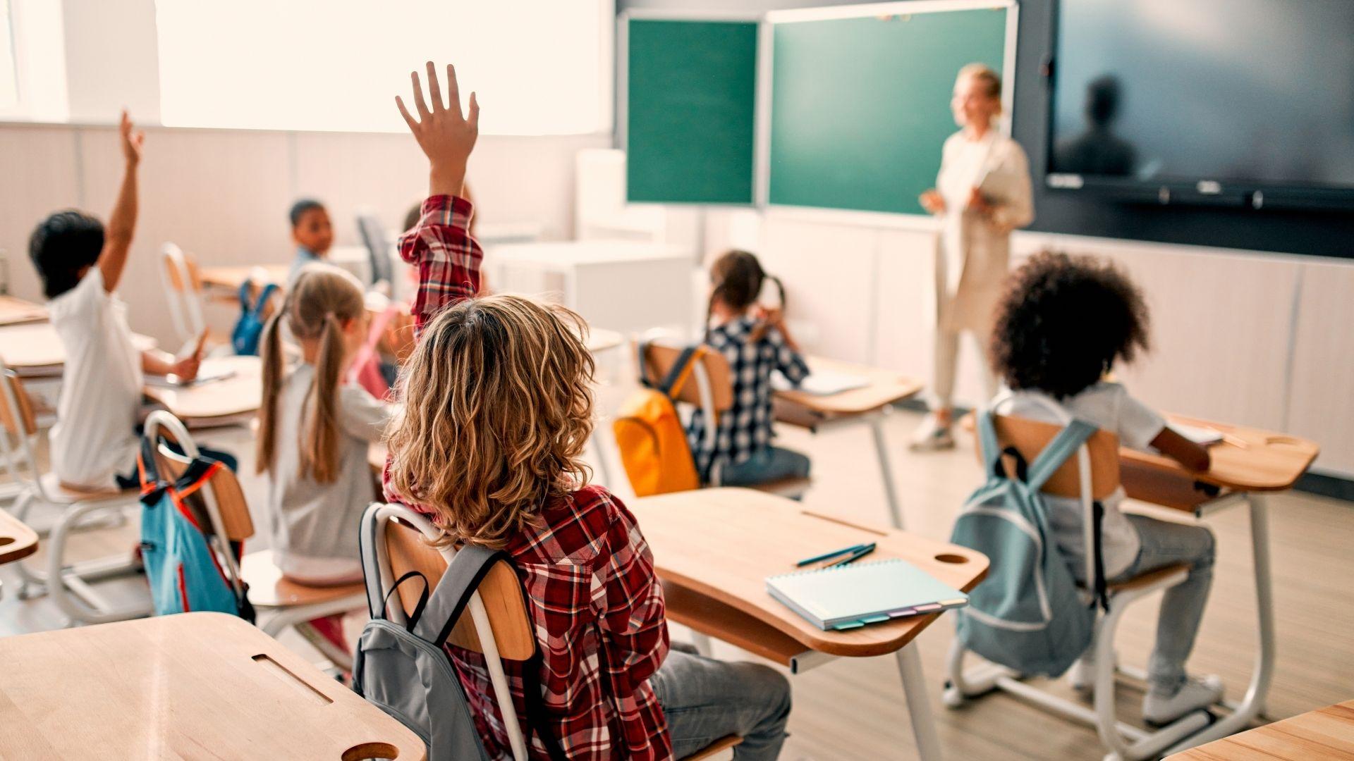 Governo do Estado anuncia que vai contratar 4,7 mil servidores da Educação para a volta às aulas